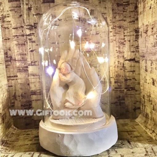 تندیس مجسمه دست مادر و دختر چراغدار داخل شیشه