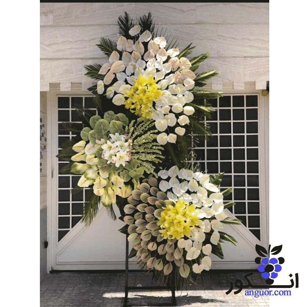 تصویر تاج گل سه طبقه تسلیت و ترحیم با گلهای  (آنتریوم ، مریم ، لیلیوم )