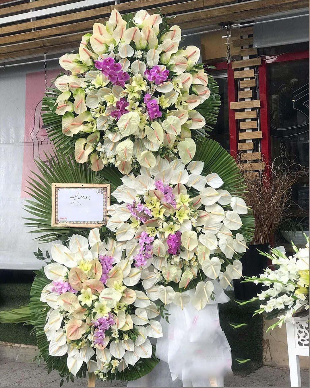 تصویر تاج گل ترحیم سه طبقه با طرح VIP و خاص