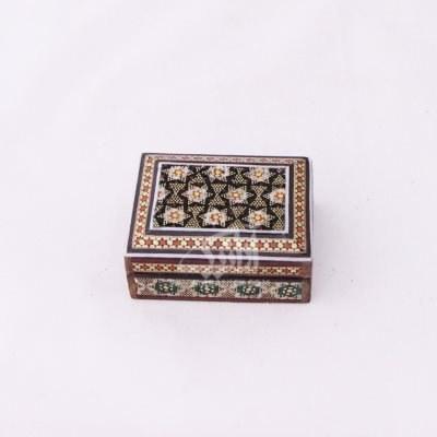 تصویر جعبه سکه مستطیل خاتم سایز 6.5cm رنگ قهوه ای طرح داخل راش