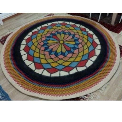 تصویر فرش گرد نمدی سنتی