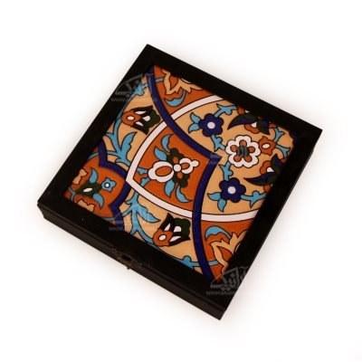 تصویر جعبه پذیرایی چوبی مربع کاشی سایز 23cm رنگ مشکی طرح پیچک