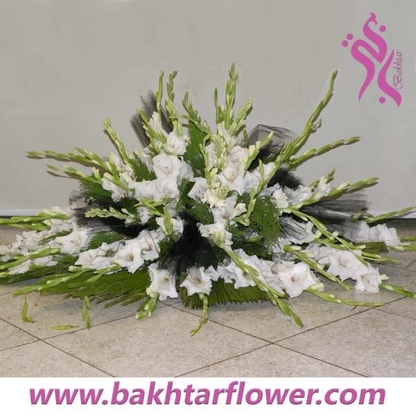 سبد گل ترحیم با گلایول سفید