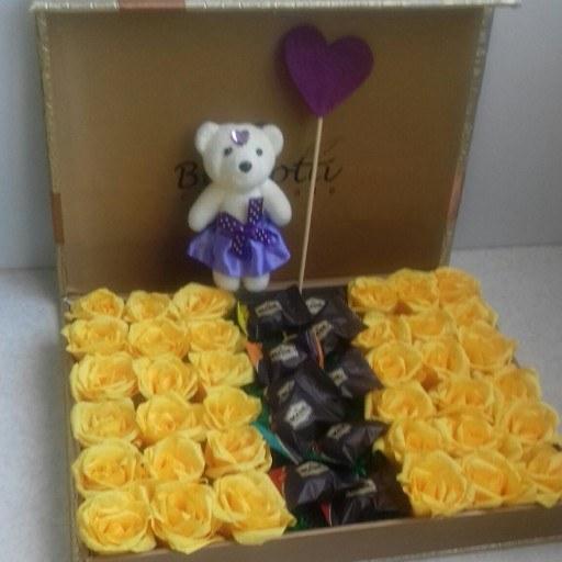 باکس سورپرایز همراه گل و شکلات و عروسک |