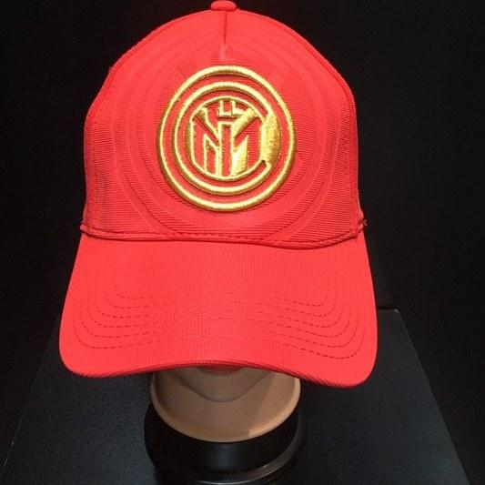 تصویر کلاه کپ قرمز اینترمیلان