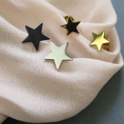 تصویر گوشواره میخی استیل ستاره