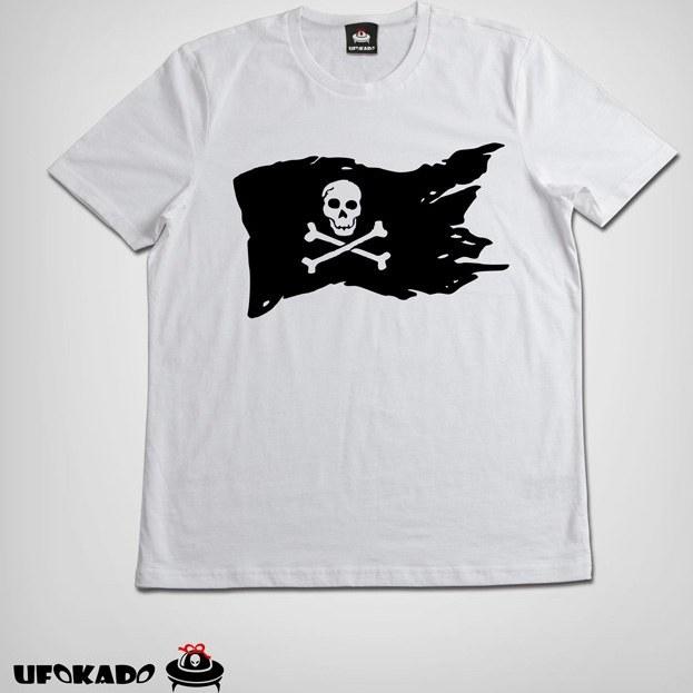 تیشرت طرح پرچم دزدان دریایی