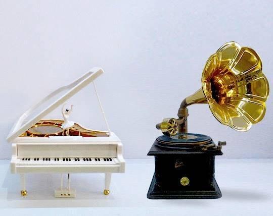 پیانو و گرامافون کلاسیک موزیکال