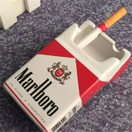 تصویر زیر سیگاری سرامیکی طرح پاکت سیگار