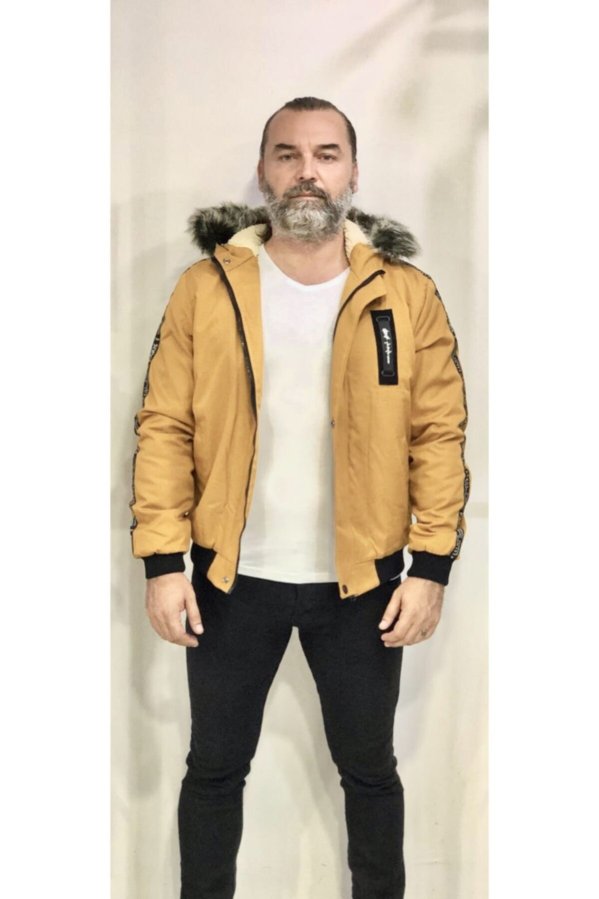 کاپشن اسلیم فیت کلاهدار مردانه برش لکه خزدار زرد قالب تنگ برند AMOR MAN کد 1600343801