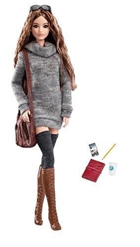 عروسک باربی با پیراهن بافتنی کشباف محصول Barbie. |