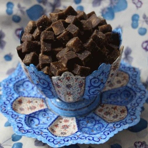 قند قهوای با طعم گل محمدی فوق العاده خوش عطر و بو |