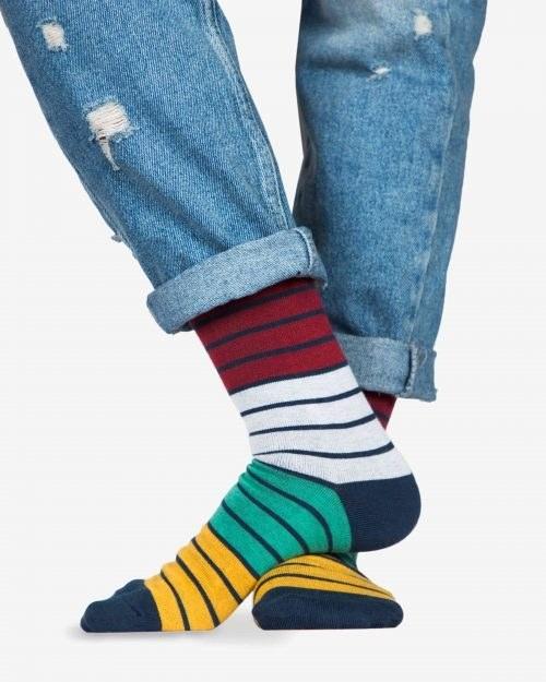 عکس جوراب راه راه رنگی ساق دار  جوراب-راه-راه-رنگی-ساق-دار