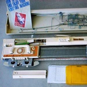 تصویر ماشین بافندگی برادر مدل 840 باکشباف تميز