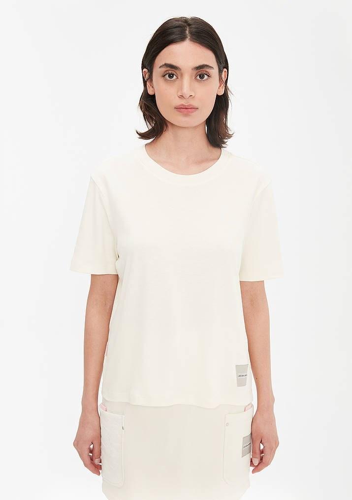 تصویر تی شرت یقه گرد نوشته دار زنانه