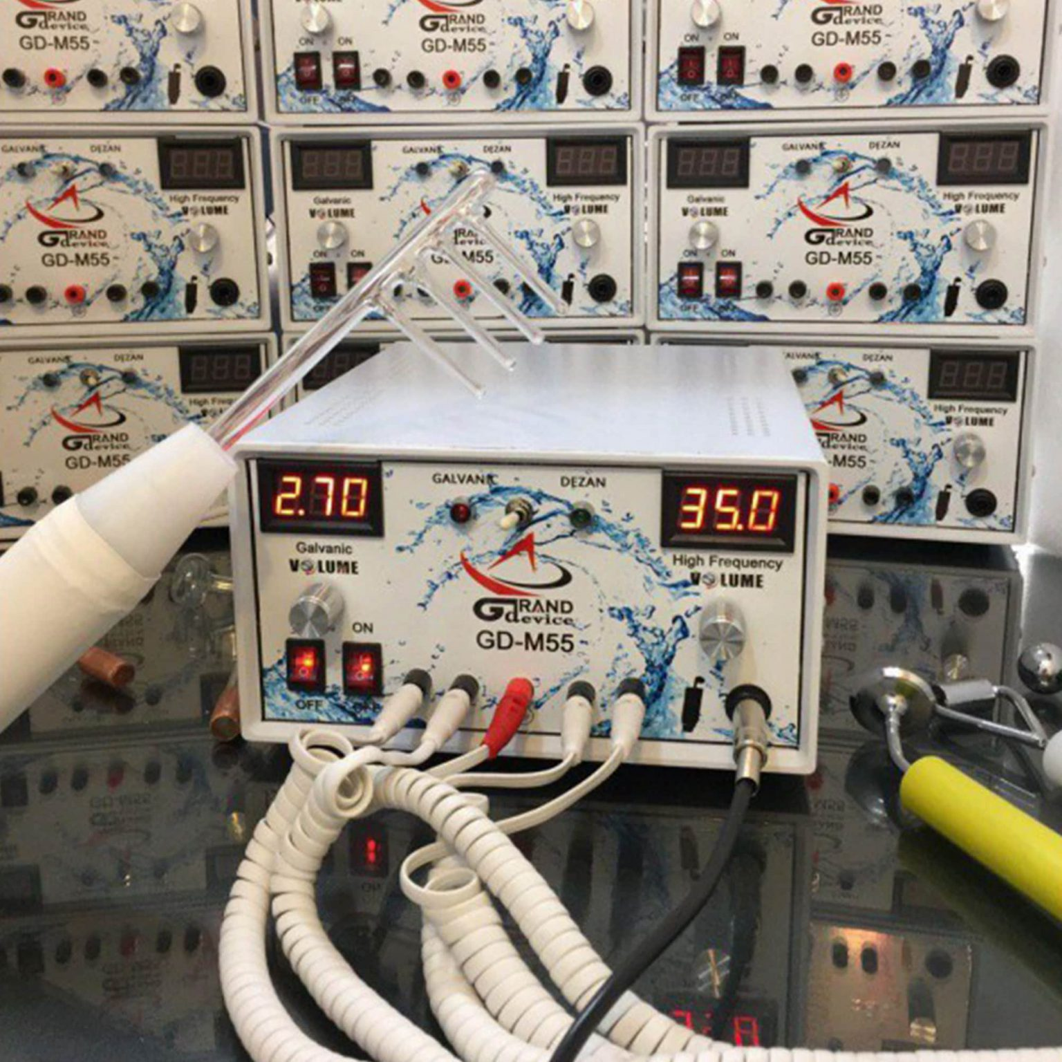 تصویر دستگاه هیدرودرمی گالوانیزه ۹ کاره (هیدرودرم+گالوانیک) 9-function galvanized hydrodermabrasion device (hydrodermabrasion + galvanic)