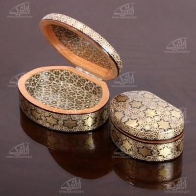 تصویر جعبه زیور آلات چوبی بیضی خاتم سایز 10cm رنگ طلایی طرح نفیس