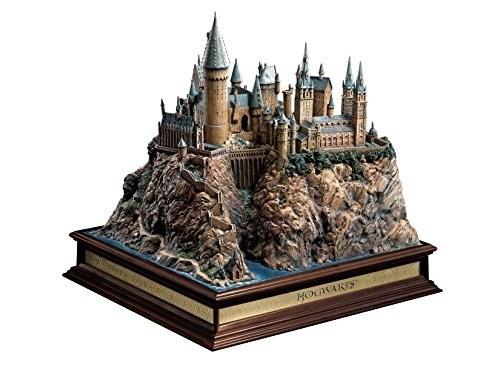 """مجسمه باشکوه """"قلعه هاگوارتز"""" محصول The Noble Collection."""