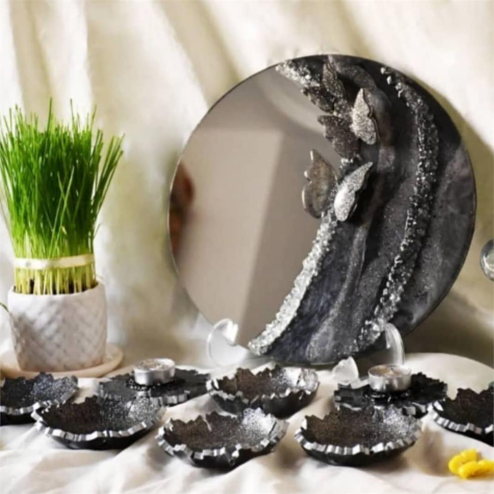 تصویر ست کامل هفت سین رزین (قاب آینه،جفت شمعدان و 6 عدد ظرف ) Complete set of seven trays (mirror frame, pair of candlesticks and 6 dishes)
