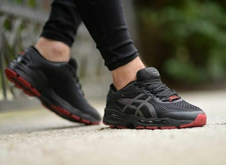 تصویر کفش کتونی مردانه اسیکس