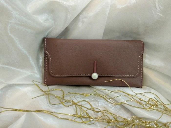 کیف پول زنانه قفل دکمه ای رنگ قهوه ای مدل D202 |