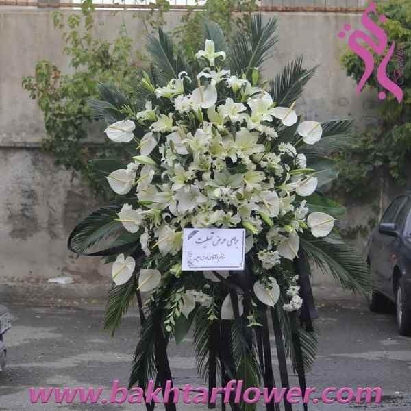 تصویر پایه گل ترحیم-تاج گل با آنتوریوم و لیلیوم سفید