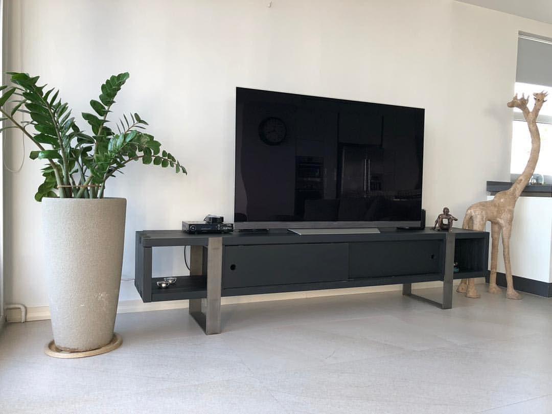 میز تلویزیون پایه تسمه فلز