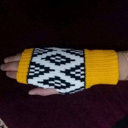 عکس دستکش بافتنی زنانه هندسه پائیزی  دستکش-بافتنی-زنانه-هندسه-پاییزی