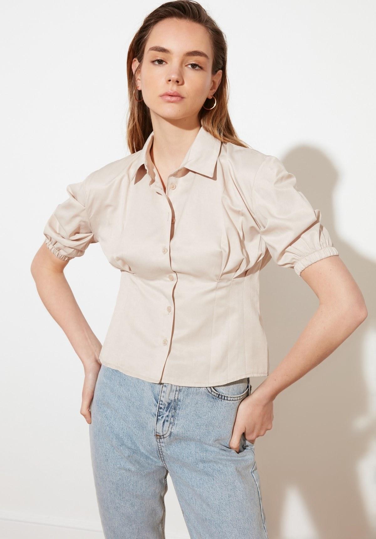تصویر فروش شومیز زنانه جدید مارک ترندیول میلا رنگ بژ کد ty83747605