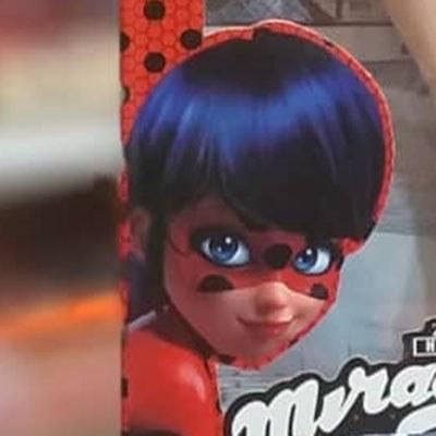 تصویر عروسک دختر کفشدوزکی