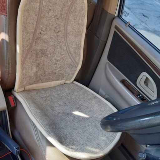 تصویر عرقگیر نمدی صندلی خودرو رنگ کرم