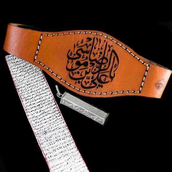 تصویر پک کامل حرز امام جواد (ع) دست نویس روی پوست آهو با رعایت آداب + بازوبند چرم + استوانه نقره با حکاکی حرز