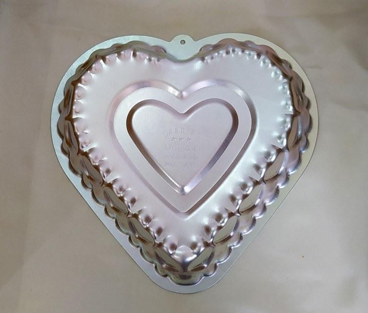 تصویر قالب کیک آلمنیوم طرح قلب بزرگ طرح دو